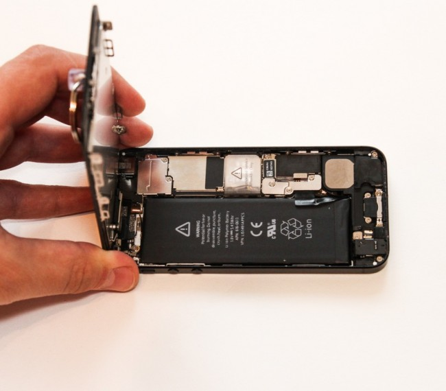 Замена батареи iPhone 5