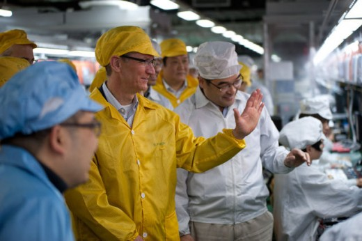Фото: Тим Кук посетил китайскую фабрику Foxconn
