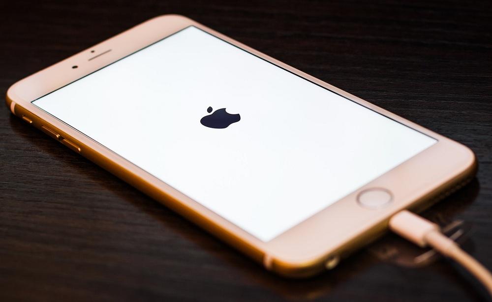 Загадка названия и памяти нового смартфона от Apple